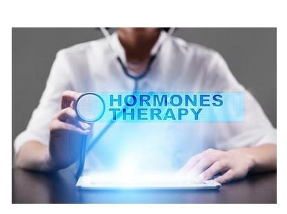 L'hormonothérapie ralentit la progression de l'athérosclérose chez les femmes ménopausées mais seulement lorsqu'elle est initiée au moment ou juste après la ménopause (Visuel Fotolia)