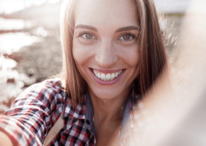 Invisalign vous permet de garder le sourire que vous aimez (Visuel@Invisalign®)