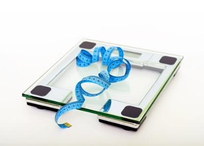 Perdre un peu de poids mais de manière régulière, par exemple 300 à 500 g par semaine est gage de succès à long terme