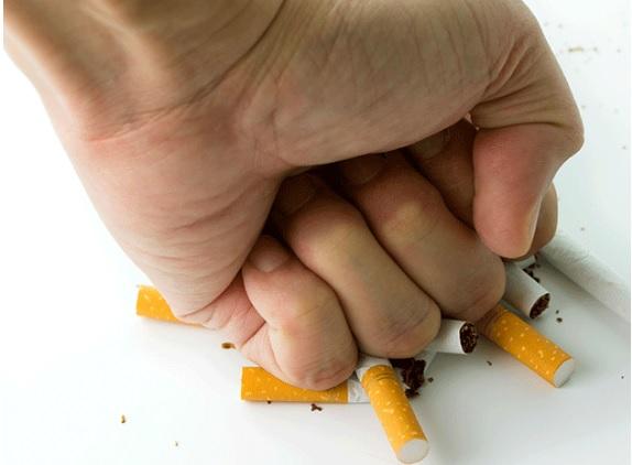Quelques années d'abstinence suffisent pour réduire de 38% son risque cardiovasculaire par rapport à ceux qui continuent la cigarette.