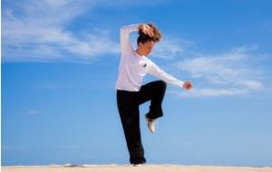 Le tai chi est une pratique chinoise ancienne axée sur la flexibilité et la coordination du corps entier