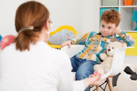 Le TDAH est également caractérisé par un dysfonctionnement de la signalisation dopaminergique : on pense que le dysfonctionnement de la signalisation dopaminergique contribue à de multiples troubles neuropsychiatriques, et notamment à ce trouble déficit de l'attention / hyperactivité (TDAH).