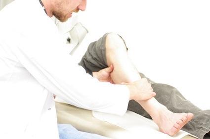 La douleur au genou n'est pas associée aux niveaux de marche quotidiens chez les personnes atteintes d'arthrose au genou symptomatique, et d'intensité légère à modérée.