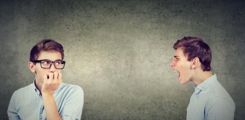 Les patients schizophrènes qui ont des hallucinations auditives ont eux-aussi tendance à entendre ce qu'ils souhaitent entendre.