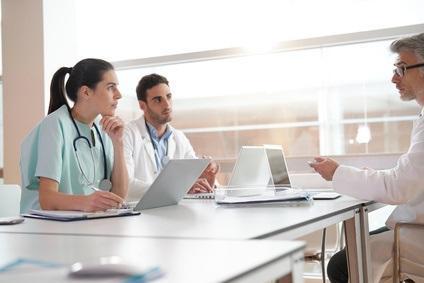 En USI, seuls 4% des patients ont « au dossier » au moins une note reflétant des considérations financières
