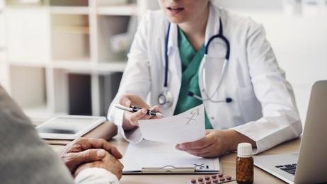 Certains facteurs individuels et certains facteurs liés à l'exercice peuvent contribuer à promouvoir cet engagement positif des personnels médicaux et hospitaliers