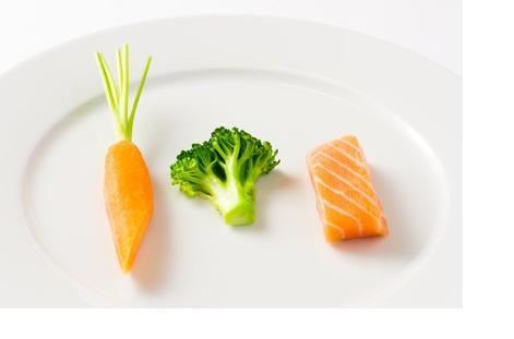 la consommation d'acides gras oméga-3 à longue chaîne est associée à une mortalité cardiovasculaire très réduite, de 15% et 18% respectivement chez les hommes et les femmes, des quintiles de consommation la plus élevée vs la plus faible.