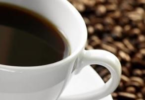 La caféine est connue pour « empêcher » le sommeil, mais si cet effet était médié aussi par notre alimentation ?