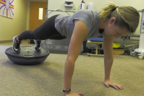 La douleur chronique au dos est fréquente chez les coureurs mais il existe des exercices pour aider à prévenir.