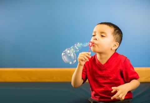 Sur un plan épidémiologique, il est clair que les garçons et les jeunes hommes sont plus susceptibles de développer un syndrome de détresse respiratoire néonatale, une dysplasie bronchopulmonaire, une bronchiolite virale, une pneumonie, ou l'asthme infantile.