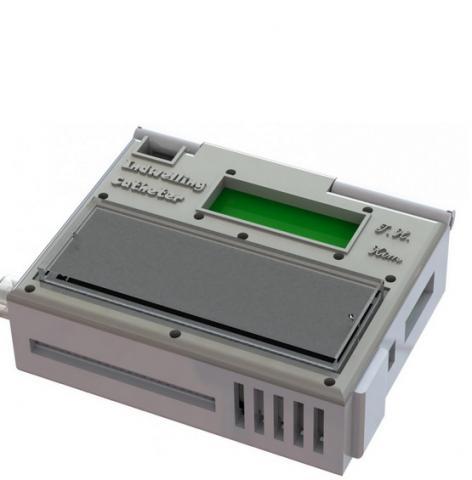 Le dispositif portable mesure environ 5 x 7 x 2,5 cm et comprend une puce de capture de cellules cancéreuses montée sur le dessus.