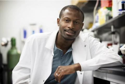 Ukpong B. Eyo (Visuel ci-dessous) chercheur au département des neurosciences de l'UVA et au Center for Brain Immunology and Glia (BIG) (Visuel Dan Addison | Communication UVA)