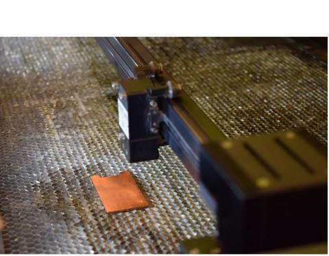 Nous avons créé un processus robuste qui génère des motifs micrométriques et nanométriques directement sur la surface ciblée