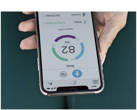 Basées sur l'intelligence artificielle, les aides auditives Livio AI encouragent les utilisateurs à prendre soin de leur audition mais également de leur santé.