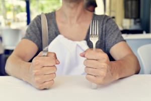 Quand on a faim, les aliments ont un goût plus sucré et sont plus savoureux. Même les aliments amers deviennent moins difficiles à manger.