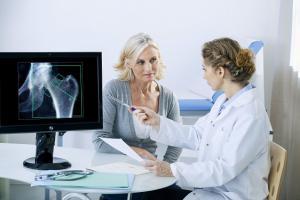 Découverte d'un lien entre les dommages mitochondriaux, une surproduction de cellules ostéoclastes responsables de la dégradation des os et l'ostéoporose