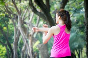 les femmes qui ont suivi un programme d'exercice cardio supervisé, au cours d'un traitement adjuvant (ou complémentaire) du cancer du sein bénéficient d'une meilleure fonction cardiovasculaire.
