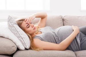 Les migraines peuvent augmenter le risque de complications de la grossesse