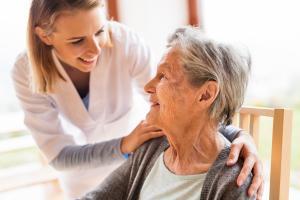 Les contrats de complémentaire santé pour seniors font toujours partie des plus chers du marché (Visuel Adobe Stock 176859349)