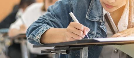 Après 20 ans, les études, la complexité de l'emploi et les activités intellectuelles à l'âge adulte ne joueront qu'un rôle mineur dans la capacité mentale de l'adulte