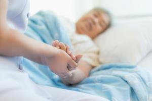 Ces derniers moments de clarté qui apparaissent tout en fin de vie chez les patients atteints de démence.