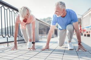 Il n'existe actuellement aucun traitement disponible pour retarder, arrêter ou inverser la dégénérescence musculaire liée à l'âge et les personnes âgées se sentent en forme, plus tard dans la vie.