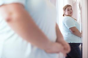 Passer du temps avec des personnes qui ne sont pas préoccupées négativement par leur corps peut améliorer vos propres habitudes alimentaires et votre image corporelle