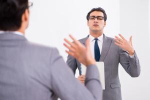 Par le biais d'interactions limbique-motrices, le stress altère le contrôle de la production de la parole