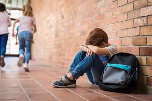L'adversité au début de la vie a des conséquences délétères sur la santé mentale et cognitive.