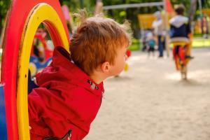 Les cibles ou facteurs majeurs comprennent les sorties cantonnées aux parcs et jardins publics