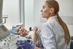 Une exposition, même unique en début de grossesse aux cannabinoïdes synthétiques ou naturels, peut ainsi causer des problèmes de croissance chez un embryon en développement.