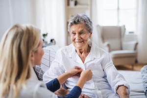 Il existe un lien complexe et surprenant entre l'indice de masse corporelle (IMC) et la maladie d'Alzheimer (Visuel Adobe Stock 244536746)