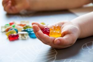 Comment une consommation élevée de sucre à l'enfance affecte l'apprentissage et la mémoire (Adobe Stock 268103579)