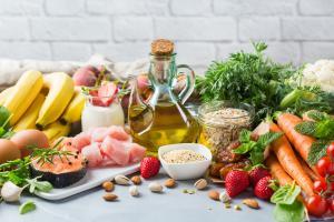 Pas trop de fer dans l'alimentation, grâce à des apports alimentaires en nutriments spécifiques, permet le maintien d'une meilleure cognition chez les personnes âgées (Visuel Adobe Stock 296379923)