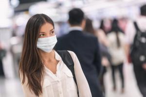 Les dernières données sont en faveur de l'utilisation universelle des masques et confirme un effet de réduction significative de propagation du SRAS-CoV-2 mais aussi des autres infections virales (Visuel Adobe Stock 319060259)