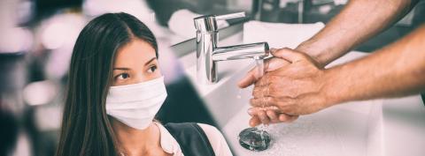 D'autres mesures nécessaires, telles que le lavage régulier des mains, sont souvent impossibles à surveiller. Le respect de ces mesures dépend donc de l'engagement personnel de chacun (Visuel Adobe stock 322019191)