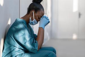 « Si même une fraction seulement des patients souffrent de complications neuropsychiatriques, l'impact sur les services de santé publique pourrait être significatif » (Visuel Adobe Stock 359561996)