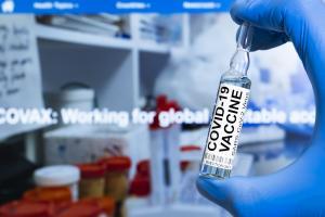 L'objectif de la vaccination contre le COVID-19 ne sera pas atteint sans une couverture maximale mondiale (Visuel Adobe Stock 376174493)