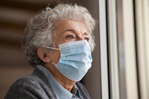 La distanciation associée à COVID-19 chez les plus âgés a entraîné une hausse élevée des symptômes dépressifs chez les personnes âgées (Visuel Adobe Stock 392018921)