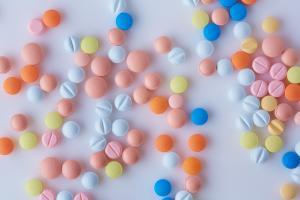 Ces nouvelles données rappellent la nécessité d'un usage raisonné aussi des autres médicaments de prescription courants (Visuel adobe Stock 403495754)