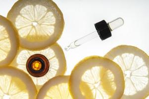 L'efficacité de la vitamine C contre le COVID pourrait dépendre des niveaux de transporteur naturel de la vitamine (Visuel Adobe Stock 53860816).
