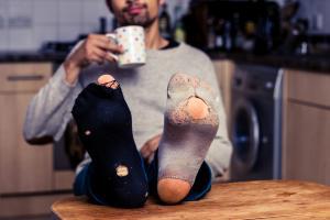 C'est une technologie révolutionnaire à base de nanoparticules qui apporte une alternative de fraicheur pour les pieds malodorants (Visuel 55553136).