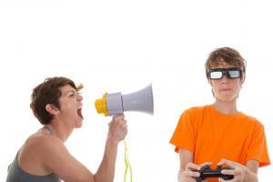 Les problèmes de discipline culminent généralement pendant l'enfance, puis à nouveau à l'adolescence, car les 2 périodes sont marquées tout particulièrement chez l'enfant par l'exploration et la détermination de « qui il est », et par le désir de renforcement de l'indépendance