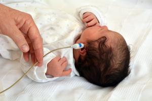 Un enfant sur 200 naît avec une déficience auditive et un sur 1.000 naît sourd (Visuel 66650329)