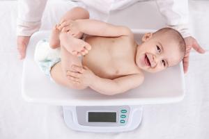 Les proportions du nourrisson, qui prennent en compte à la fois la taille et le poids de naissance peuvent permettre au médecin de prédire si l'enfant est né avec un risque accru de problèmes cardiaques plus tard dans la vie