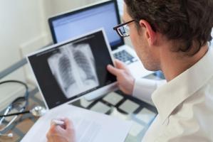 Cette étude du Centre de cancérologie de l'Université du Colorado publiée dans le Journal of Thoracic Oncology apporte des données beaucoup plus optimistes.