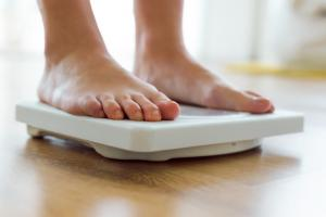 Perdre au moins 7% de son poids corporel permet de réduire de 16% son risque de cancer associé à l'obésité (Visuel AdobeStock_97743704)