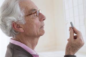 La perte d'audition touche plus de 70% des personnes âgées de plus de 70 ans