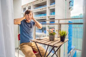 Un bon sommeil permet une meilleure adaptation au bruit et moins de manifestations de colère (Visuel AdobeStock_274181112)