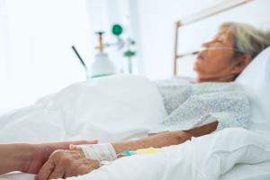 Un traitement de l'ostéoporose pourrait protéger contre la pneumonie associée à COVID-19 (Visuel AdobeStock_221847067)